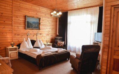 Nyugdíjas akció szállodai szobában